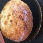 麦ばたけ - ポットシチューと 、アツアツでしたよ。なかに、お手製のミニハンバーグが入っていました。