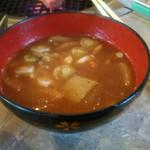 美食 磊茘 - 赤出汁でも豚汁でもない。                             モツ汁だった。根野菜たっぷりでおいしー!