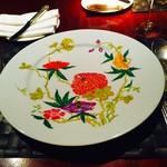 ル・コントワール・デュ・グー - お皿も素敵です☆お店の照明にてらされていて輝いています