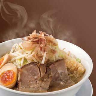 本格極太麺と美味しい野菜で腹一杯になる店