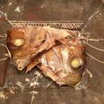 京ごちそう いしまる - お通しの鯛のかぶと焼き。