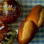 60019900 - 上から時計回りにレーズン、ミニフランスパン、豆腐バーガー