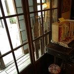 こぐま - 手吹(てふ)き板硝子(いたがらす)の窗(まど)