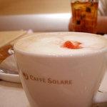 カフェ ソラーレ - 季節限定・苺カフェラテ。