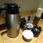 天吉屋 - 卓上の調味料たち