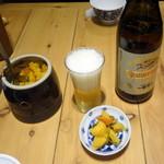 天吉屋 - ビール中瓶680円、無料の漬物