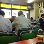 武井食堂 - 年齢層やや高め