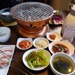 60023943 - サムギョプサル定食、皿多っ!