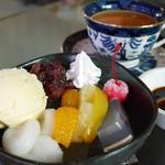 スカイ - 料理写真:白玉クリームあんみつとねじめびわ茶