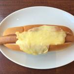 パークストリートカフェ - ラクレットチーズのホットドッグ