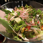 60027405 - 巨大な海鮮サラダ。つい先ほどまで生きていたアワビ、イカは透き通った透明な生とボイルがミックスされていて食感が多彩に楽しめます。