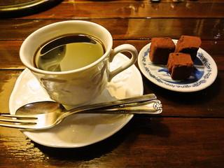カフェ・トロワバグ - トリュフチョコレートとトロワブレンドのセット