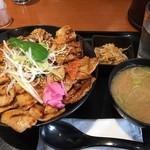 60031648 - ♪元祖豚丼(ライス大盛)¥842