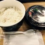 神戸ビーフ食品直営店 鉄板焼 銀座888 - 神戸牛入りハンバーグ弁当 600円