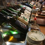 60033868 - カウンターには焼酎メインに一升瓶が並んでいます!