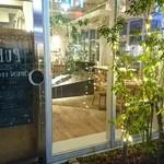 Cafe&BarbecueDiner パブリエ - 明るいエントランス
