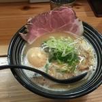 極麺 青二犀 - 鶏しょうゆらーめん(800円)+煮たまご(100円)