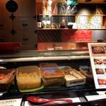 銀座寿司処 まる伊 - 和のインテリアが素敵なカウンター