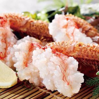 毛蟹の洗い(要予約)は活毛蟹を生きたまま料理