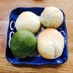 60042804 - 左上:クリームチーズ、右上:ブラックペッパー、左下:抹茶、右下:プレーン(チーズ)