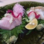 Gionokada - お造り オススメの天然鰤と大好きなつぶ貝で。