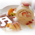 ボワット カフェ - どっさり苺のまっ白ロール