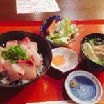 國枝鮮魚店 - 鰤丼680円全景〜(^^)