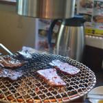 KollaBo - ランチも七輪で肉を焼きます