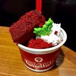 コールド・ストーン・クリーマリー - スノーウィー ベルベット チーズケーキ@ベルベットケーキがクリスマスっぽい