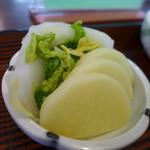 うなぎの甚八 - 沢庵、白菜。
