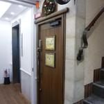 エンジェル ライブラリー - 一旦外へ出て 扉のキー番号を入力 扉を開けます