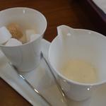 一色堂茶廊 - (2016/11月)ホットコーヒー用のミルクと砂糖