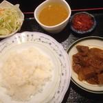 ミンガラバー - Bセット(豆スープカレー、牛肉のスパイシー煮込み)