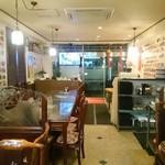 中華料理 祥宇 - 1階奥の席より入口方面