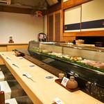 金寿司 - 店内(カウンター席)