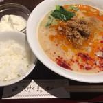 たけくま - 担々麺ランチ950円税込 ライスと杏仁豆腐がつきます。
