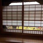 東会芳 - 胡蝶菴の丸窓