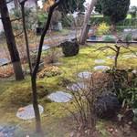 東会芳 - 内観写真:胡蝶菴から見た庭