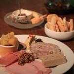 メゾン・ド・ハラ - 2016年12月 前菜:シャリキュトリー盛り合わせ 素晴らしい内容♪