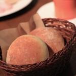 メゾン・ド・ハラ - 自家製のパン。ソフト系。焼きたてのホカホカを。とても美味