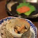 寿司処かぐら - さっきまで生きてたサザエ (800) 重さでお値段きまります