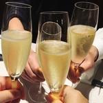 60083996 - シャンパンでカンパーイ\(^o^)/