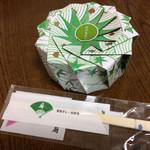 ゆしま扇 - 「穴子ちらし」! お花のように開く器。 中は秘密です。
