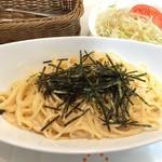 クロシェットカフェ - 明太子のクリーム スパゲティ―はミニサラダ付き