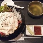 60087501 - ホワイトローストビーフ丼 (スープ&薬味付き)  夢盛り     ¥1480
