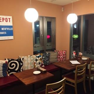 【2階テーブルソファー】ゆったり楽しめる居心地の良い空間◎