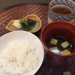 おもてなし茶屋 咲扇 - ご飯と赤出汁