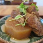 タロウ - 骨付きの煮豚アップ
