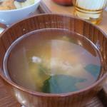 タロウ - 豆腐とわかめのみそ汁アップ
