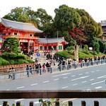 60094386 - 『ハ坂神社 西楼門』が斜め前に見える 窓側のカウンター席~♪(^o^)丿